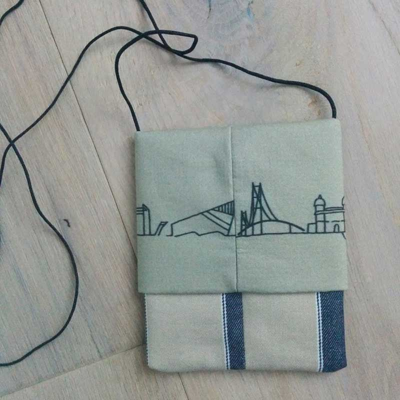 hull purse cityscape